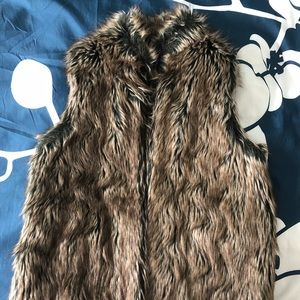 Faux fur vest with brown lining - size Large